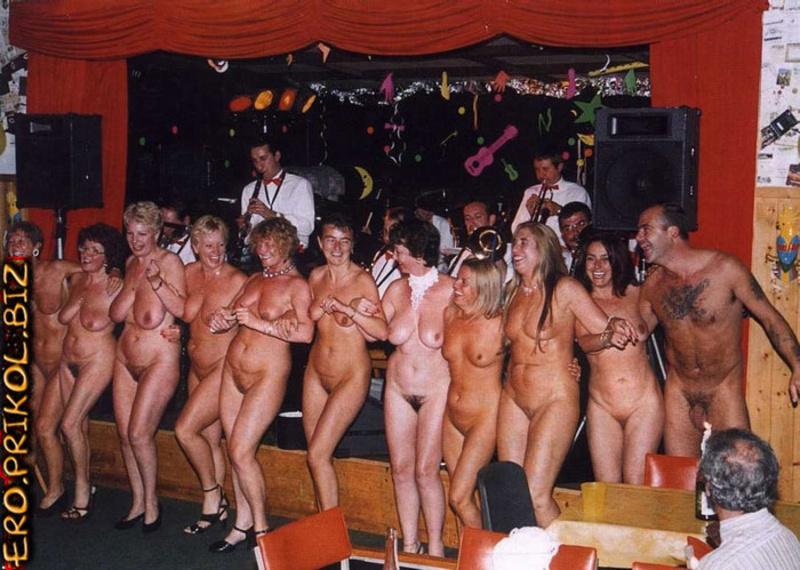 трах нудистов старых и шоу голых