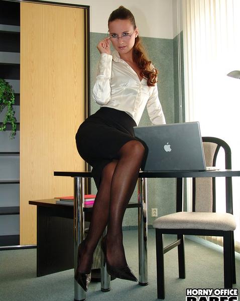 Молодые секретарши в чулках порно
