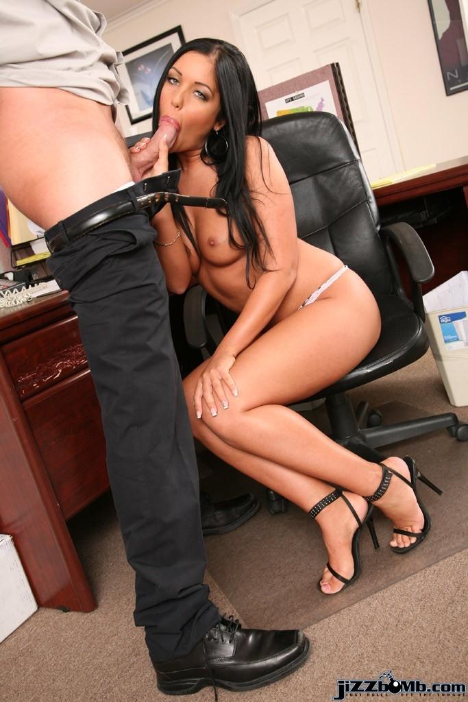 Молодая нежная секретарша порно