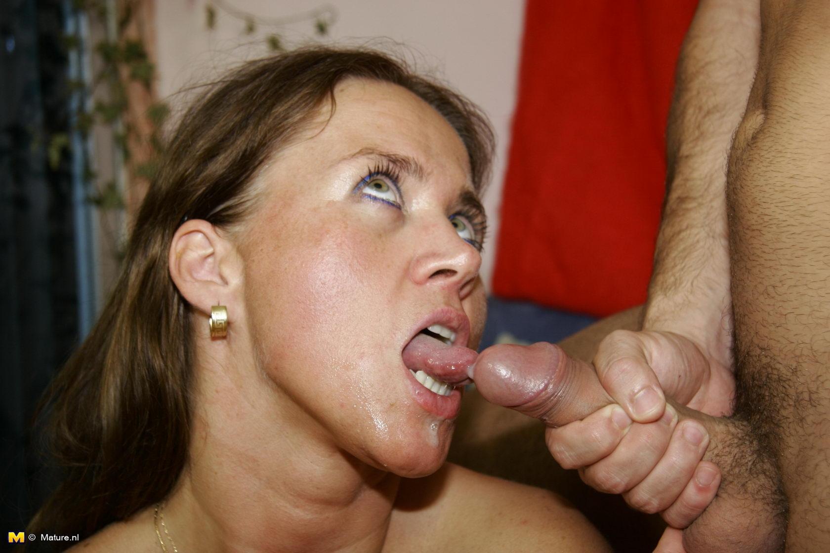 Секс с мамой сперма, Сперма в порно видео смотреть онлайн бесплатно 10 фотография