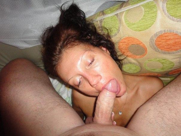 Фото ебли со зрелой худой бабой, порно транс трахает жену