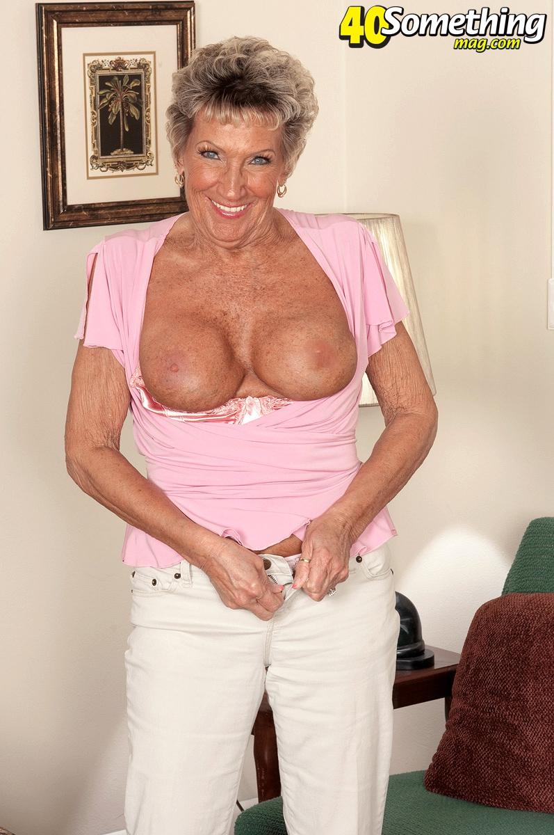 Старушка с огромными дойками после минета стала раком