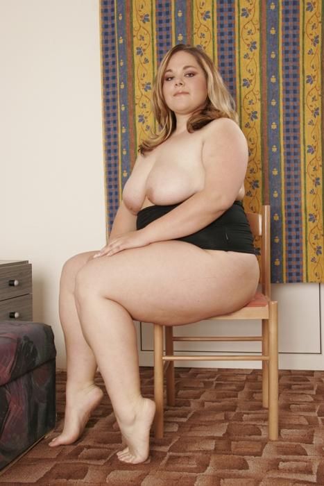 Порно толстенькая молодая, связанной блондинке дают в рот фото