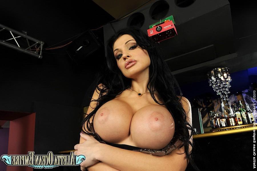 video-porno-bandoy-na-odnu-video-erotika-devushki-v-trusikah