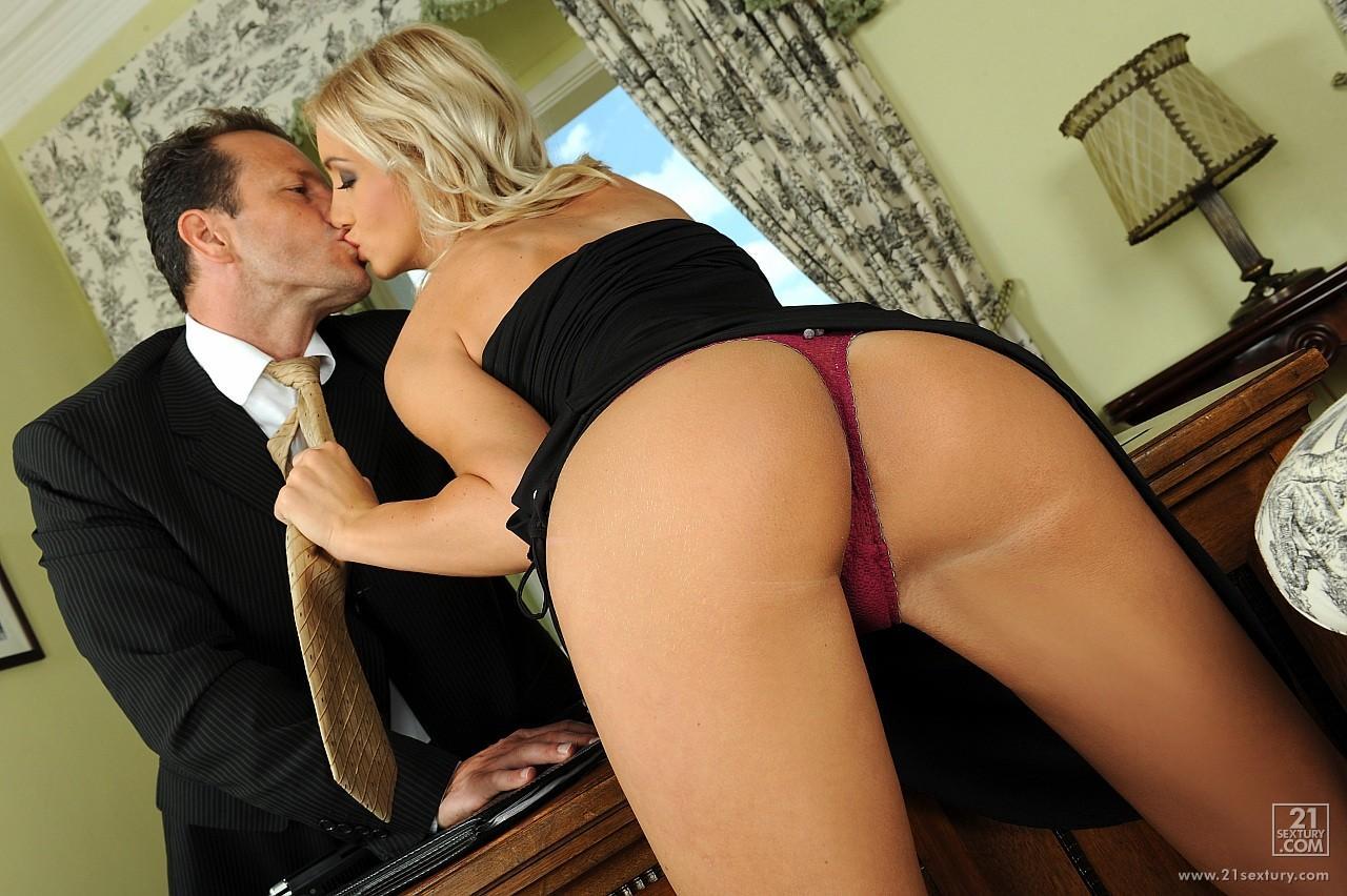 Порно катринки секретарша трахается с босом