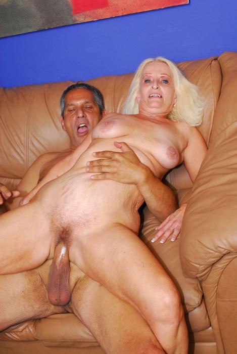 Старухи хотят трахаться, секс видео онлайн на Drochy!