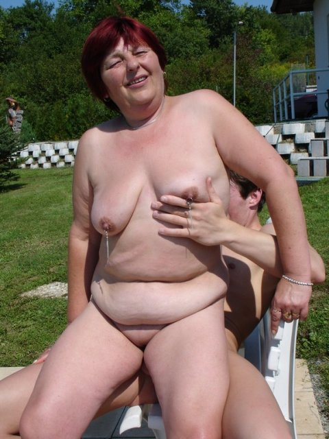 Фото голые старушки с пирсингом 32874 фотография
