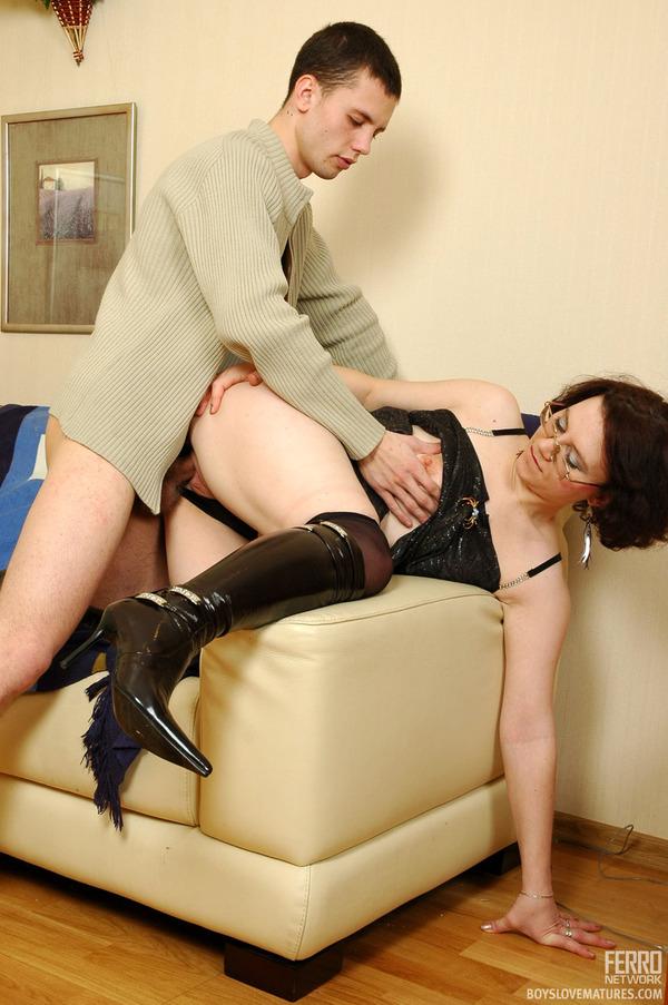 Порно фото взрослая женщина в сапогах — pic 7