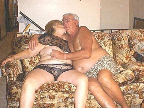 Жирные старухи трахаются