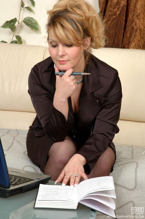 Порно только не в жопу секретарша