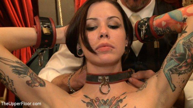 подборка.Первая СУПЕР.Поддержую. татуированная девка отчаянно кончает это если цензурой