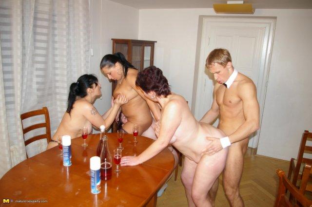 Порно фото групповух зрелых