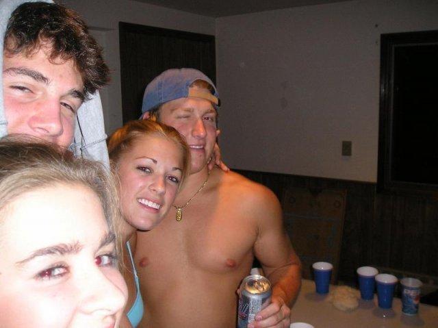 Пьяные девчонки на развратной вечеринке порно фото
